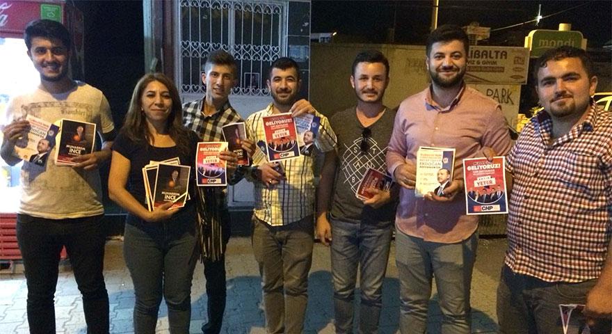 AK Parti ve CHP'li gençler birbirini mitinge davet etti