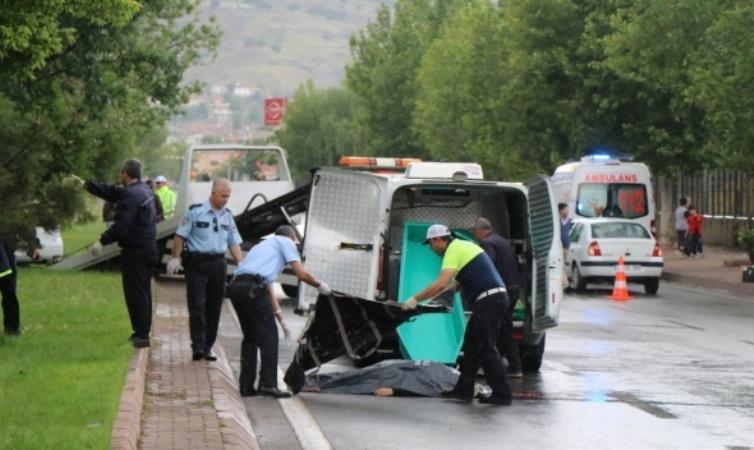 Kayseri'de anne ve oğluna çarpan sürücü her yerde aranıyor