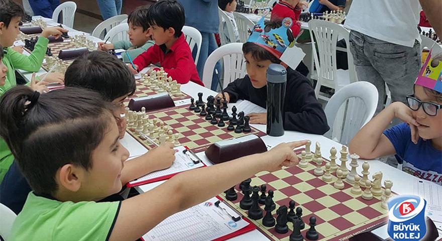 Büyük Kolej'in minikleri satranç şenliğinde yarıştı