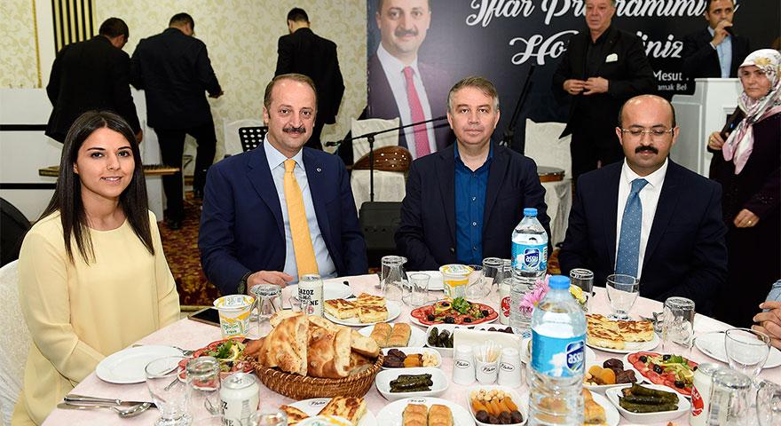 AK Parti ailesi iftarda buluştu