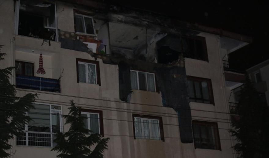 Ankara'da yıldırım düşen ev yandı