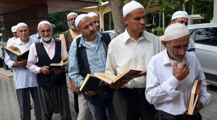 Adana'da mezarlıkta sınav yapıldı