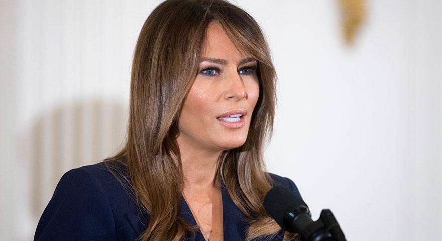 ABD'nin First Lady'si Melania Trump Beyaz Saray'ı topa tuttu