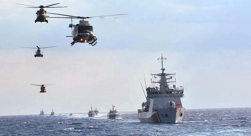 Türk donanması Akdeniz açıklarında gövde gösterisi yaptı