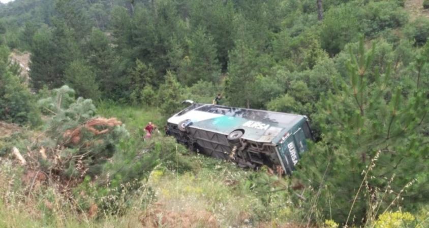 Bursa'da feci otobüs kazası:2 ölü,25 yaralı