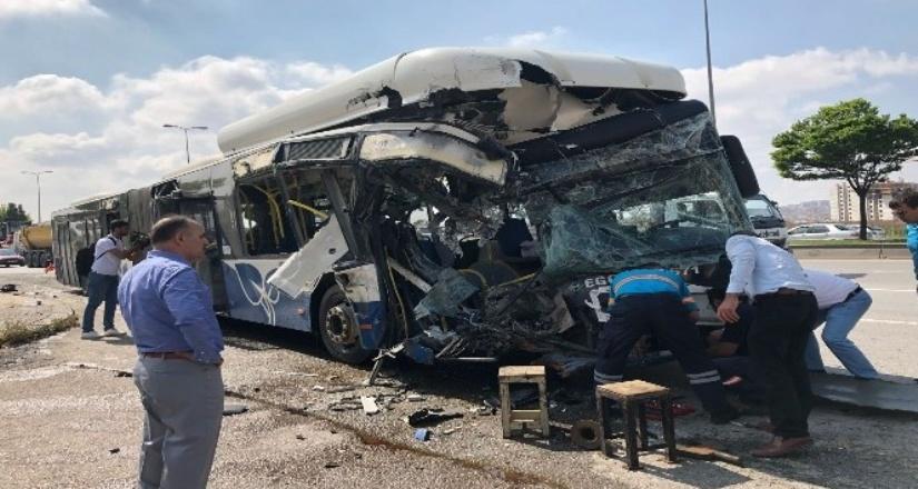 Ankara'da EGO otobüsleri çarpıştı:1 ölü 15 yaralı