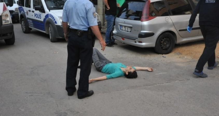 Kocasını bıçaklayarak öldürdü!
