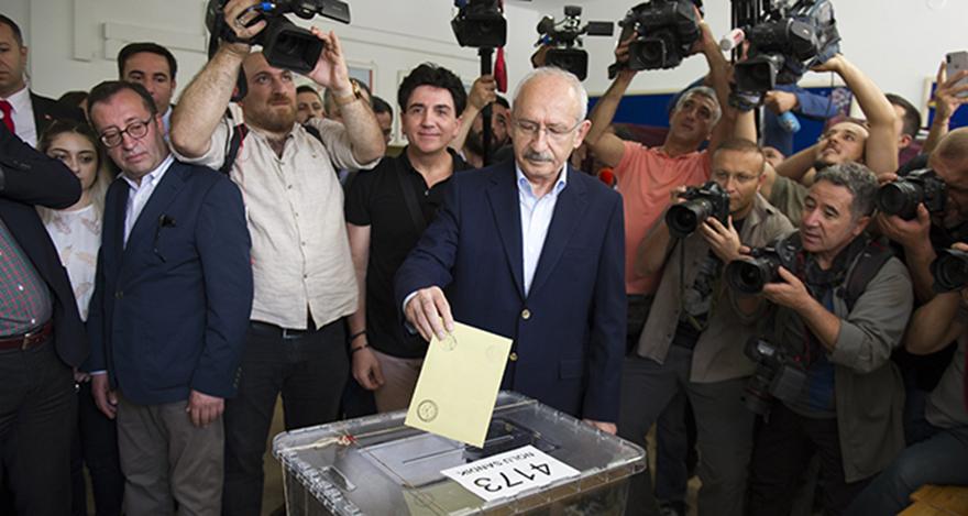 CHP Genel Başkanı Kemal Kılıçdaroğlu oyunu kullandı