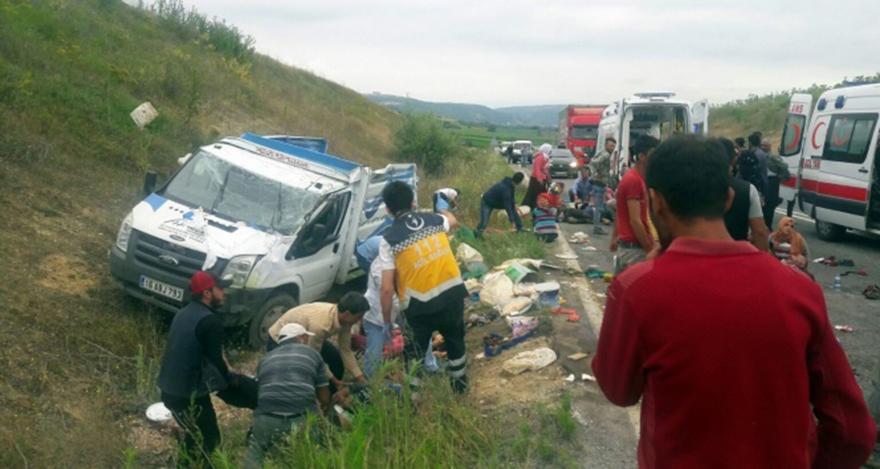 Bursa'da tarım işçilerini taşıyan kamyonet kaza yaptı! 2 ölü, 22 yaralı