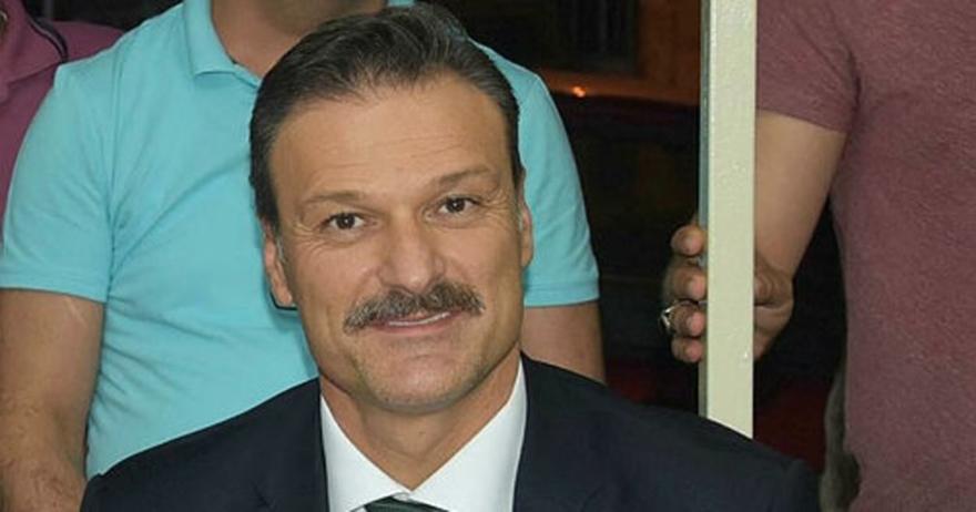 Alpay Özalan'ın babası hayatını kaybetti