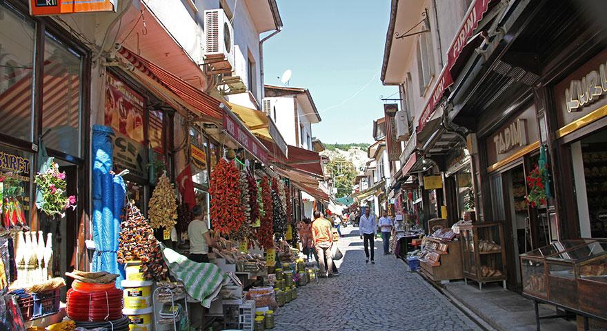 Tarihi sokaklar renkleniyor