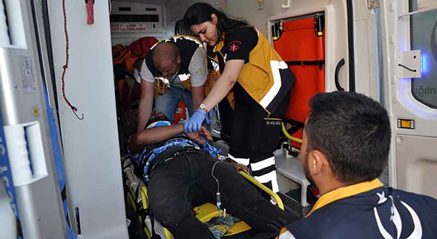 Sivas'ta işçi taşıyan kamyon kaza yaptı: 18 yaralı