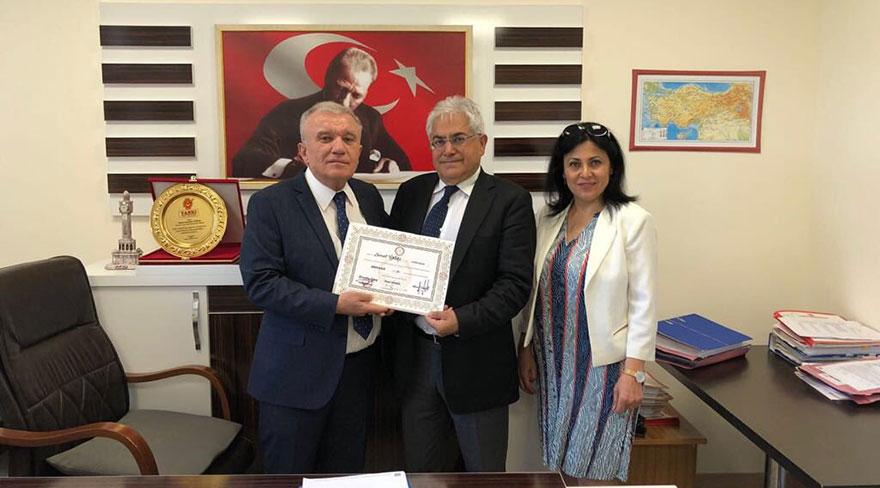 CHP'li milletvekili Servet Ünsal dördüncü denemede yemin edebildi