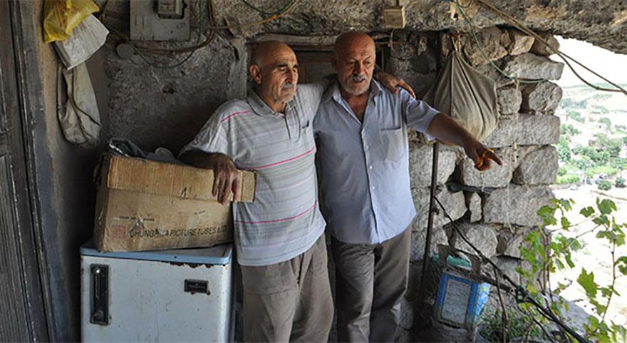 Mehmet Tilki 20 yıldır mağarada yaşıyor