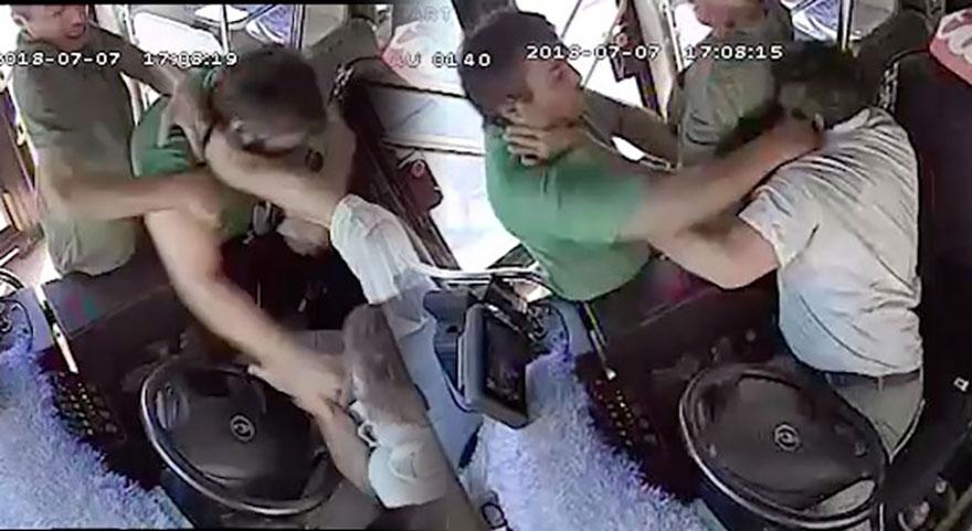 Otobüste dehşet anları!