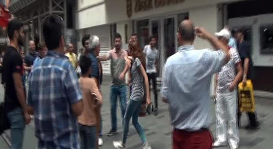 Turistlerin tekme tokat kavgası kamerada