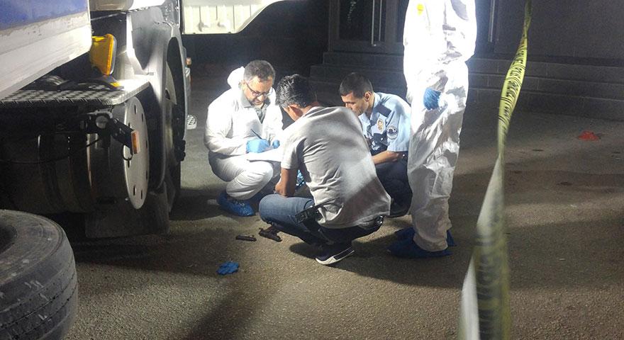 Alkollü sürücü yakalanacağını anlayınca, polislerin yanında kafasına sıktı