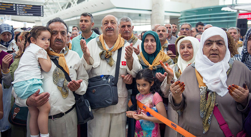Ankara'da ilk hac kafilesi dualarla uğurlandı