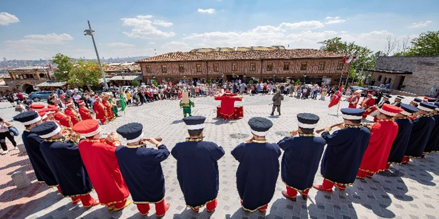 Ankara Kalesi'nde turistlere mehterli karşılama