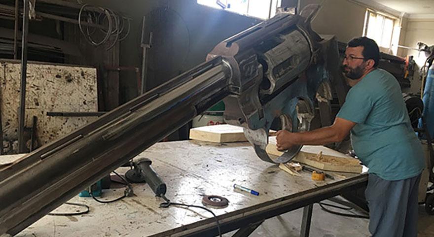Rizeli demir ustasından 100 kiloluk dev silah! Görenler hayrete düşüyor