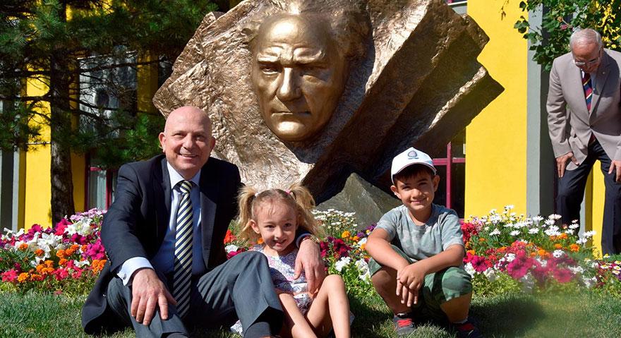 ANKÜ Okulları Atatürk ve Bilim heykeli açıldı