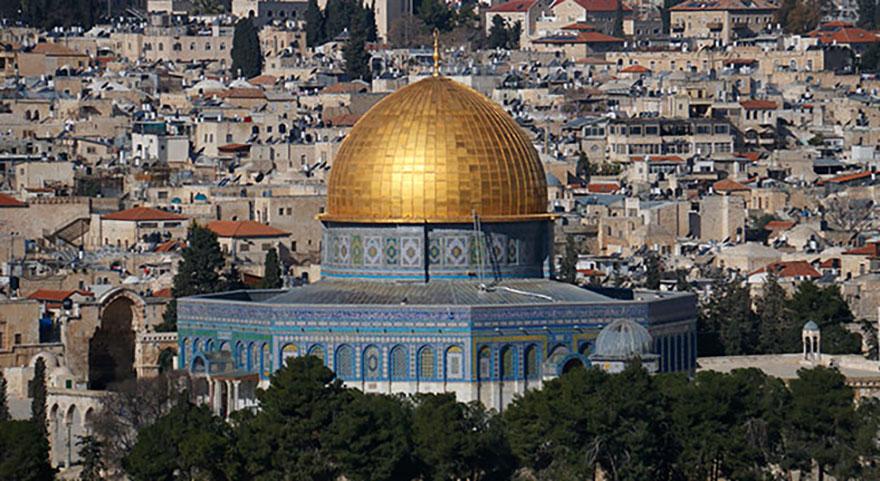 Mescid-i Aksa'da gerginlik! İsrail polisi yine saldırdı