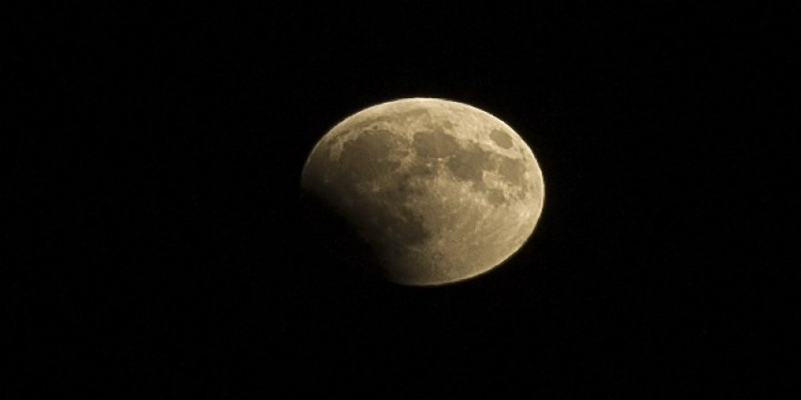 """Kanlı Ay"" tutulması Ankara semalarından izlendi"