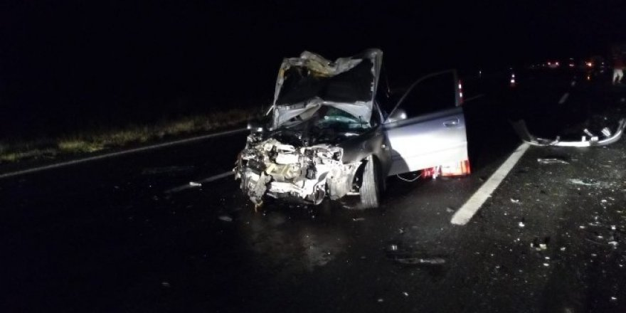 Tıra çarpan otomobilde iki asker öldü