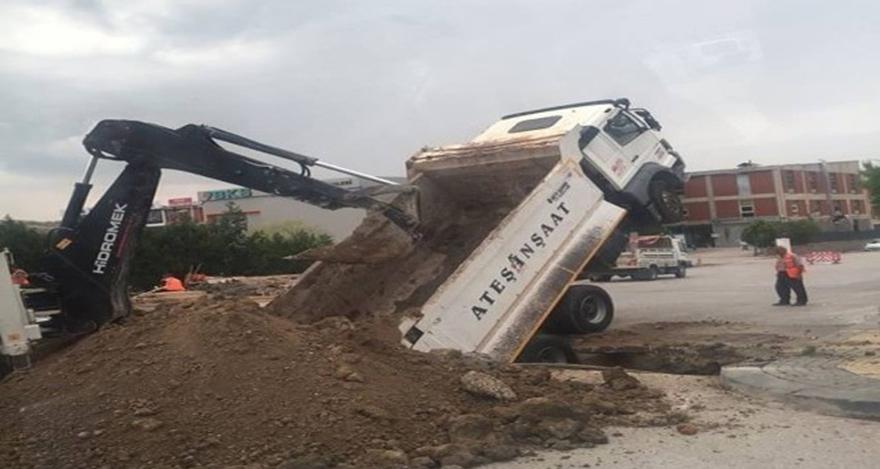 Ankara'da hafriyat kamyonu şaha kalktı
