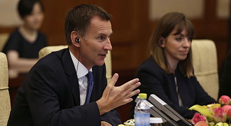 İngiliz Bakan Jeremy Hunt'tan Çin'de büyük gaf