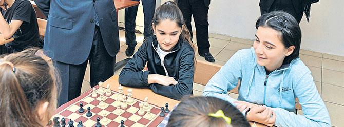 İş Bankası 15 bininci satranç sınıfını açtı