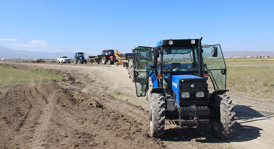 Meralarına el konan çiftçilerden traktörlü eylem