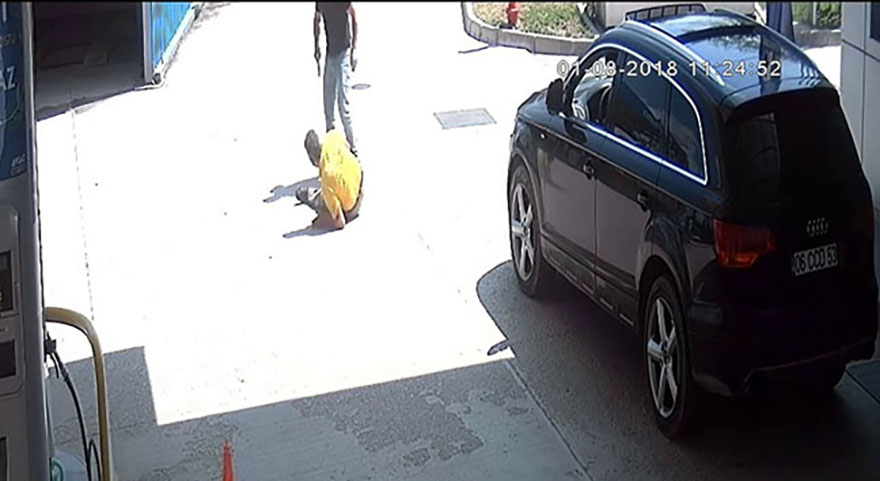 Arabasını yıkamayan lastikçiyi kurşun yağmuruna tuttu