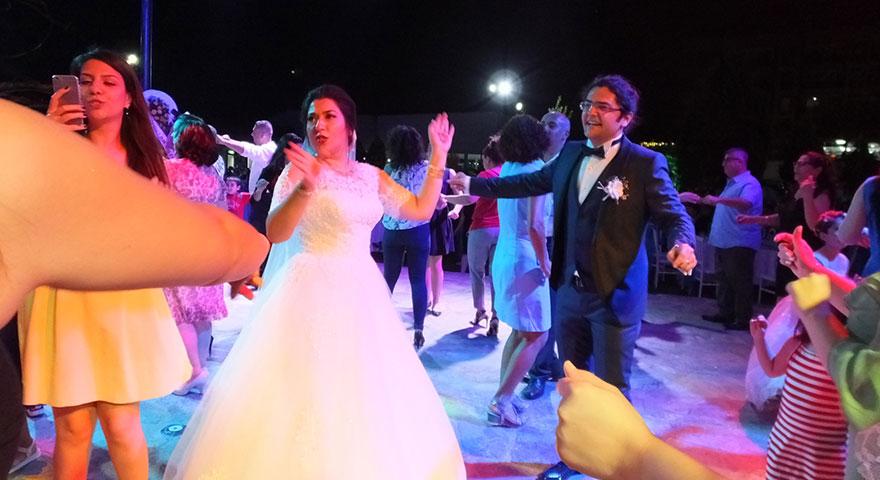 İnanılması zor evlilik! Anaokulundan nikah masasına