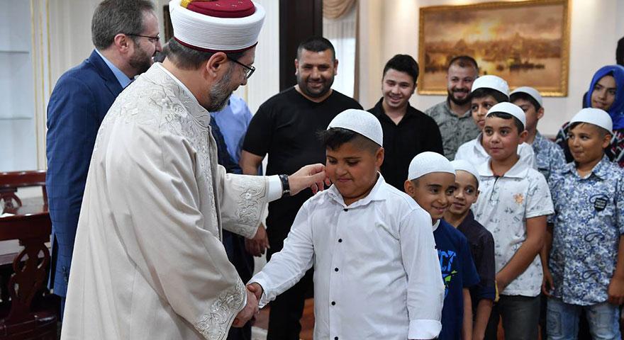 Prof. Dr. Ali Erbaş: İslam'ın en çok önem verdiği şey, güzel ahlaklı insan olmaktır