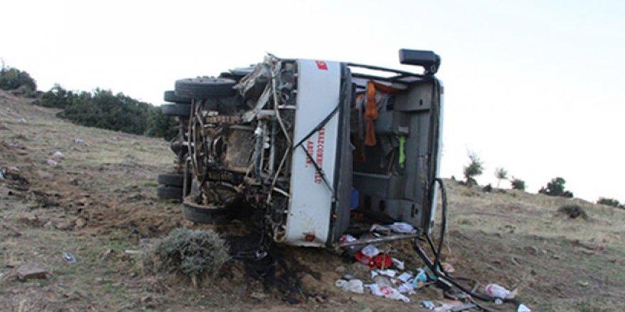 İşçi servisi şarampole yuvarlandı: 2'si ağır 26 yaralı