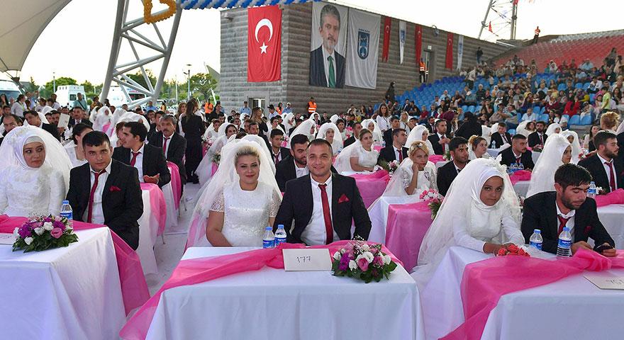 218 çifte düğün şöleni