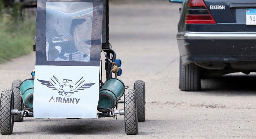 Mısırlı öğrenciler hava ile çalışan otomobil yaptı