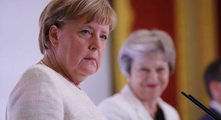 Merkel'den Türkiye'ye destek açıklaması