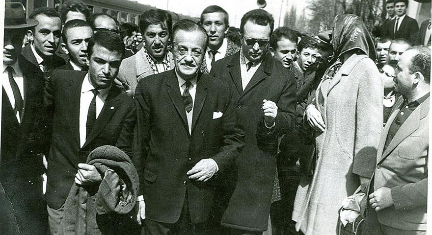 Necip Fazıl Kısakürek'in ünlü oyunu ilk kez Devlet Tiyatroları Sahnesi'nde