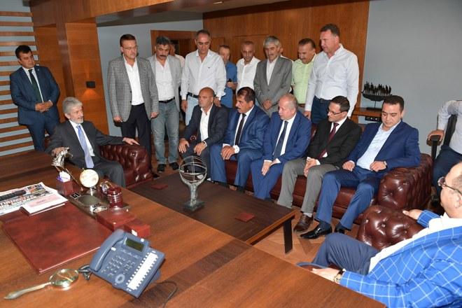Başkan Tuna'dan, esnafa sürpriz bayram ziyareti