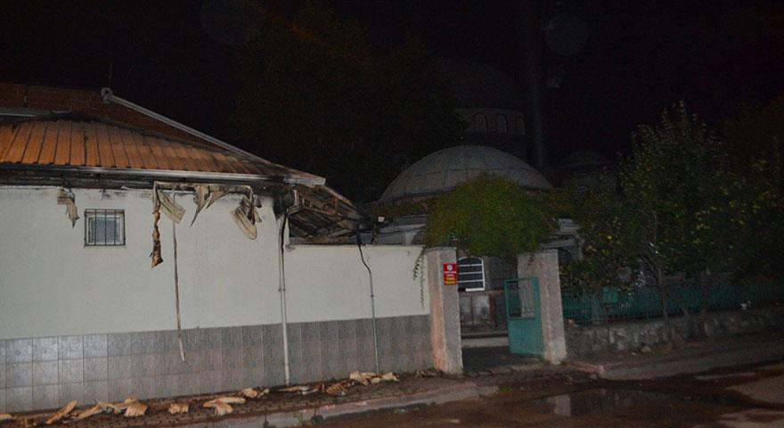 Alkollü şahıs camiyi ateşe verdi