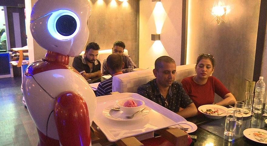 Robotlar Nepal'de garsonları işinden ettiler