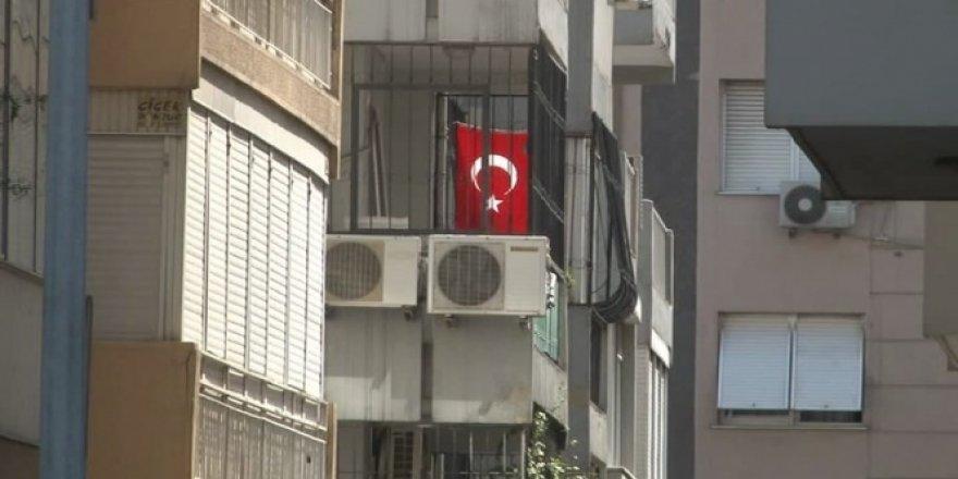 ABD'li papaz Brunson'un evine Türk Bayrağı asıldı