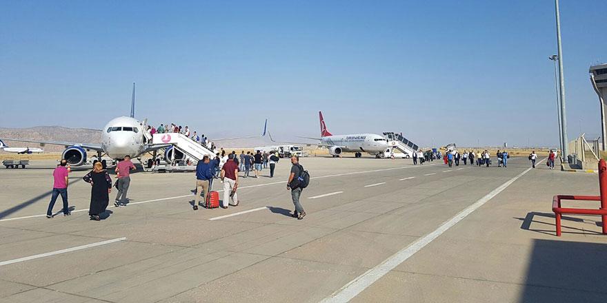 Bu havalimanında yolcu var, uçak yok