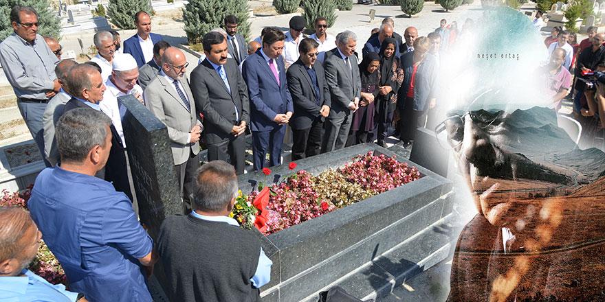 Neşet Ertaş, ölüm yıl dönümünde mezarı başında anıldı