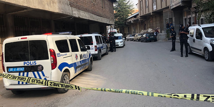 Ankara Da Pes Dedirten Haber 5 Kutu Boya Icin Cinayet Isledi