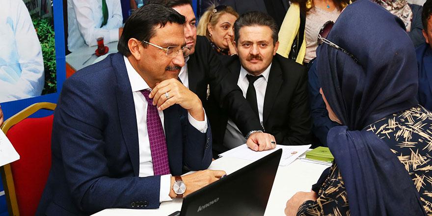 Başkan Mustafa Ak halkın arasında