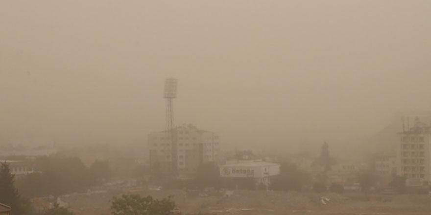 Bir kenti toz kapladı- Göz gözü görmez oldu