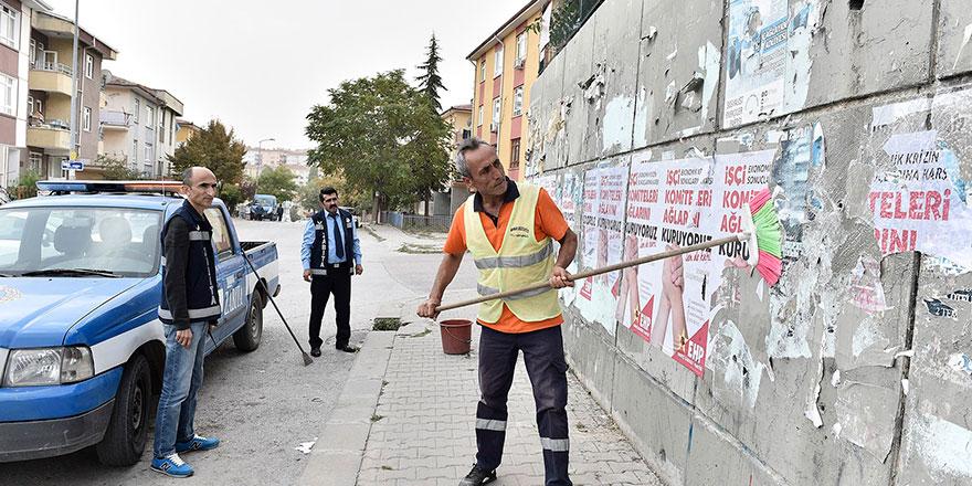 Mamak'ta izinsiz afişler temizleniyor